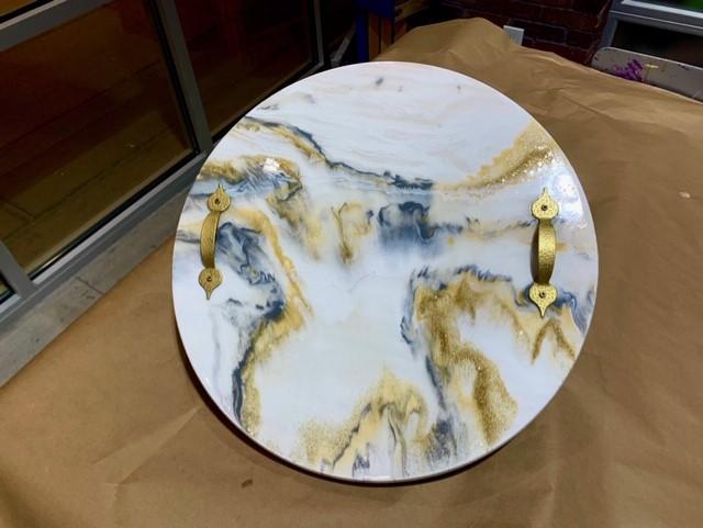 round serving tray